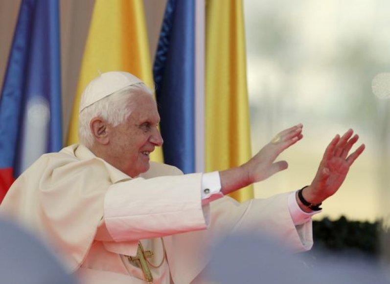Popiežius Benediktas XVI šeštadienį atvyko į Prahą trijų dienų vizito.