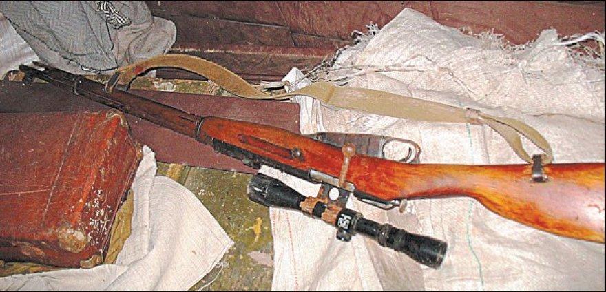Už neteisėtą disponavimą šaunamuoju ginklu gresia laisvės atėmimas iki 5 metų, tačiau jeigu kartu su juo bus rasta ir 50 šovinių – jau iki 8 metų.