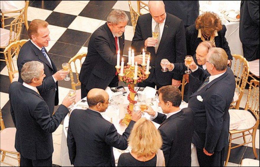 Pasaulio lyderiams pakelti taurės dėl reikšmingo susitarimo nepavyko.