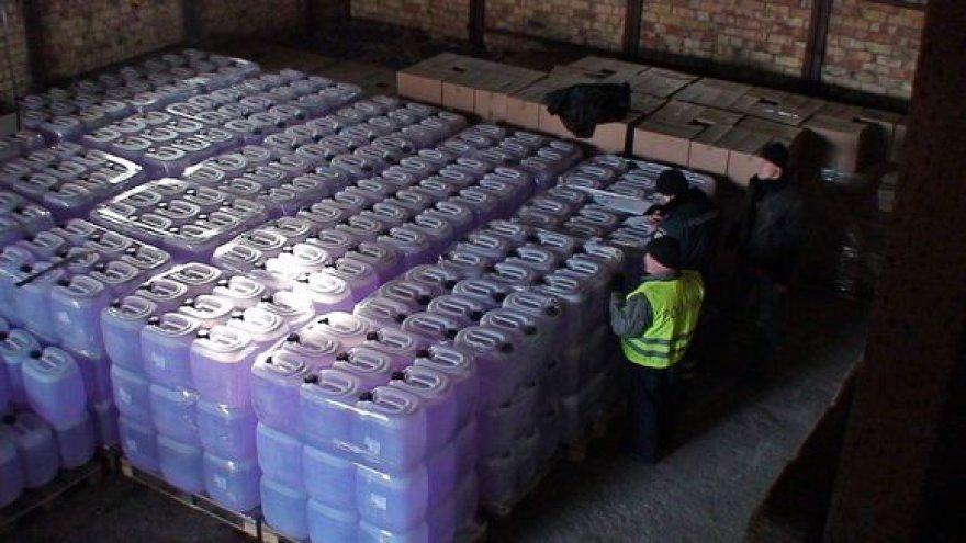 Per kratą pareigūnai rado apie 33 tonas spirito.