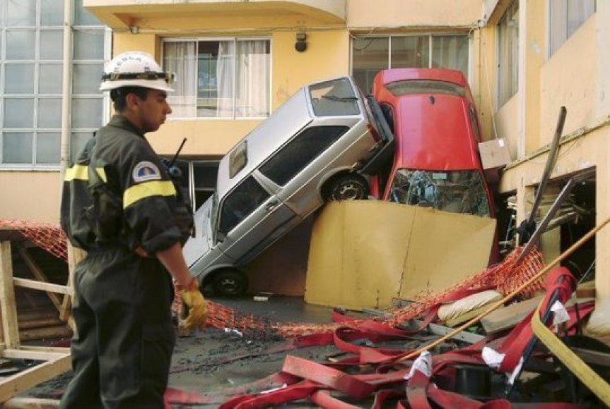 Čilę sukrėtė galingas žemės drebėjimas.