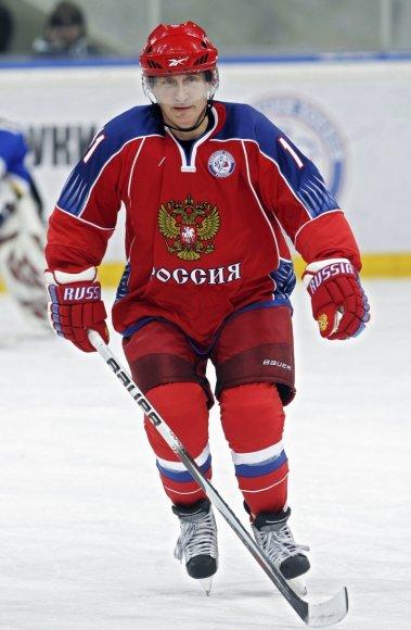 V.Putinas – ledo ritulio treniruotėje.