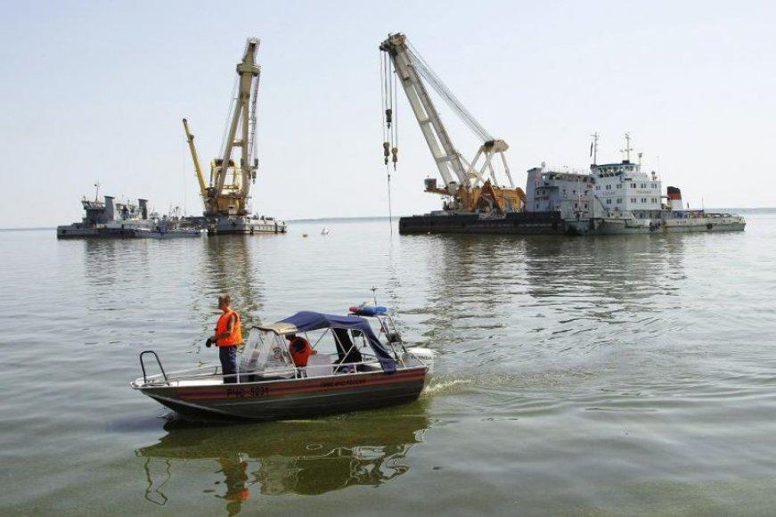 """Vyksta pasiruošimo darbai laivo """"Bulgarija"""" iškelimui."""