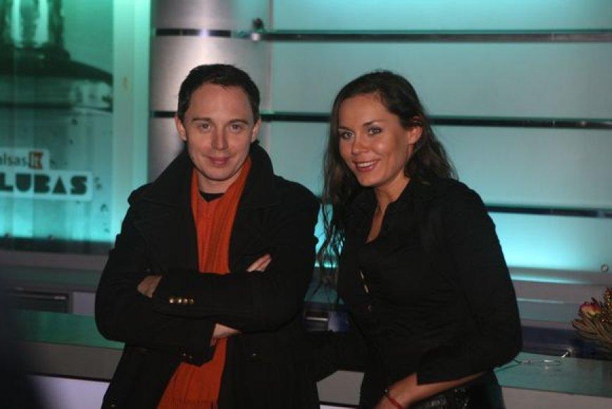 Linksmai nusiteikę Mindaugas Mickevičius-Mino ir šokėja Kristina Navickaitė.