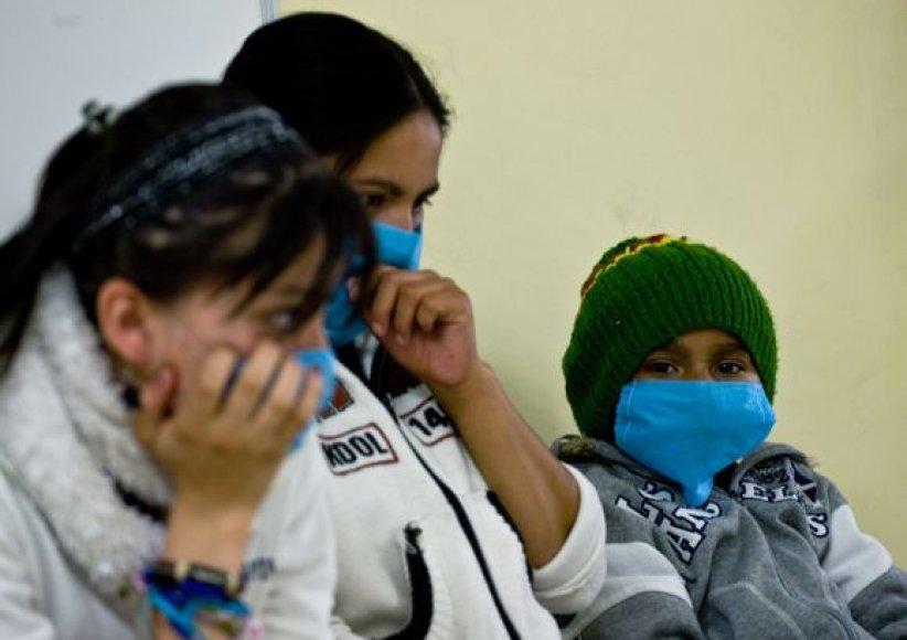 Stengiamasi nuo gripo pavojaus apsaugoti ir pačius mažiausius.