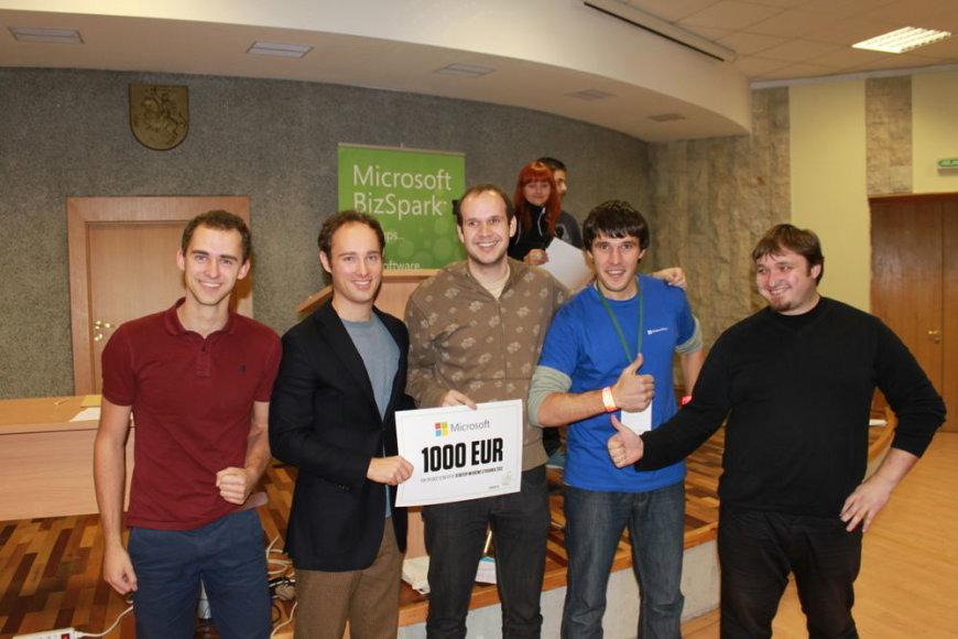 """""""Unhook"""" idėjos autoriai Martynas Kairys, Kęstutis Jorudas ir Šarūnas Savickas apdovanoti """"Microsoft Lietuva"""" skirtu 1000 eurų piniginiu prizu."""