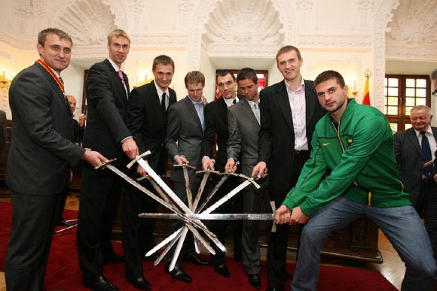 Kaunas taip pat pasveikino krepšininkus.
