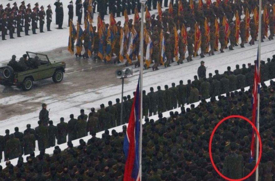 Įtariama, kad tai krepšininkas Ri Myung Hun Kim Š.Korėjos lyderio Jong Ilo laidotuvių ceremonijoje