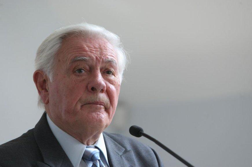 Valdas Adamkus Vilniuje įsteigtame Jerzy Giedroyco dialogo ir bendradarbiavimo forume.