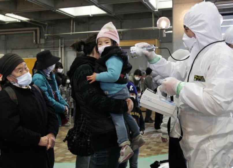 Japonijos Fukušimos prefektūroje tikrinami žmonės