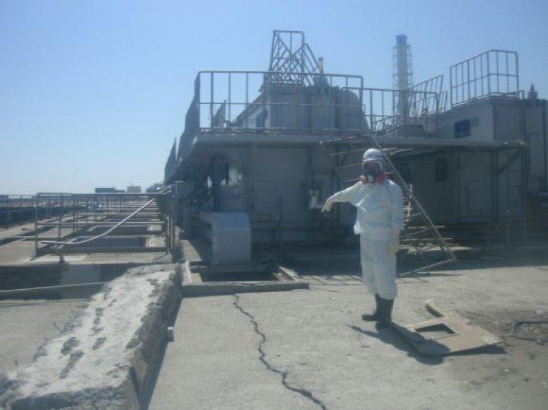Fukušima-1 gelbėtojai dirba ir elektrinėje, ir jūroje