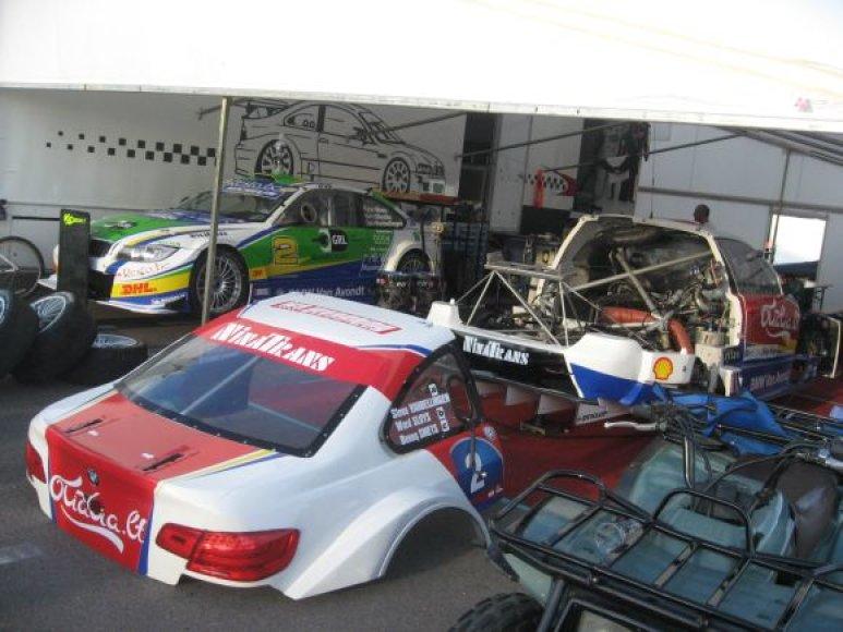 """Nematoma """"Omnitel 1000 km lenktynių"""" pusė, išardytas BMW"""