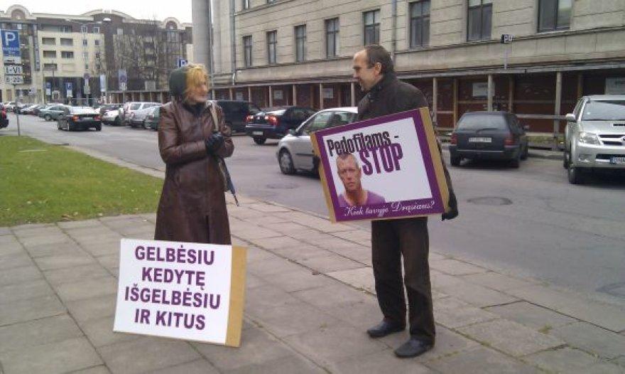 D.Kedžio judėjimo aktyvistų piketas prie Lietuvos Aukščiausiojo Teismo