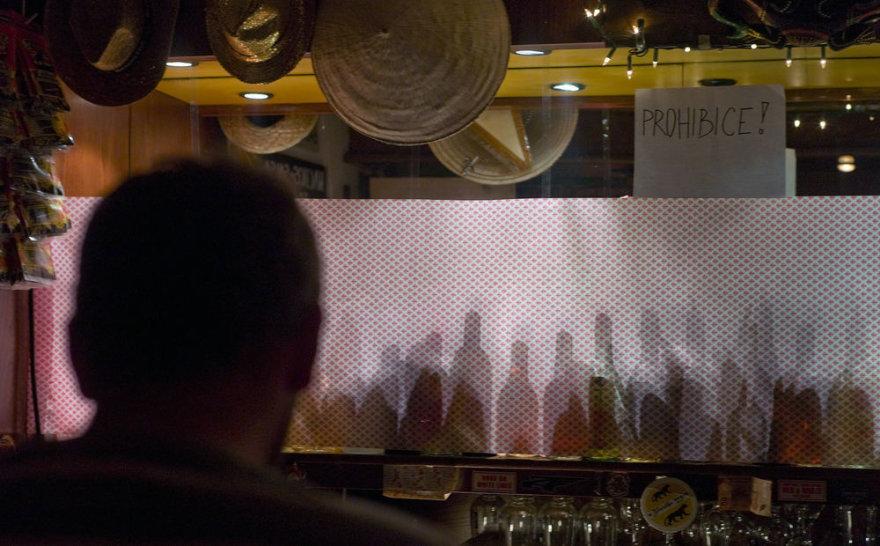 Čekijos baruose visas stipresnis alkoholis paslėptas nuo lankytojų.