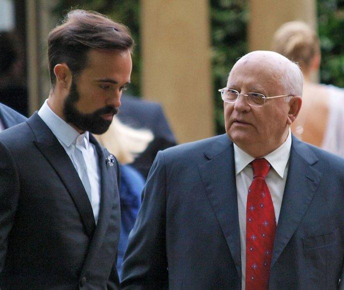 Rusijos oligarcho Aleksandro Lebedevo sūnus Jevgenijus ir buvęs SSRS prezidentas Michailas Gorbačiovas