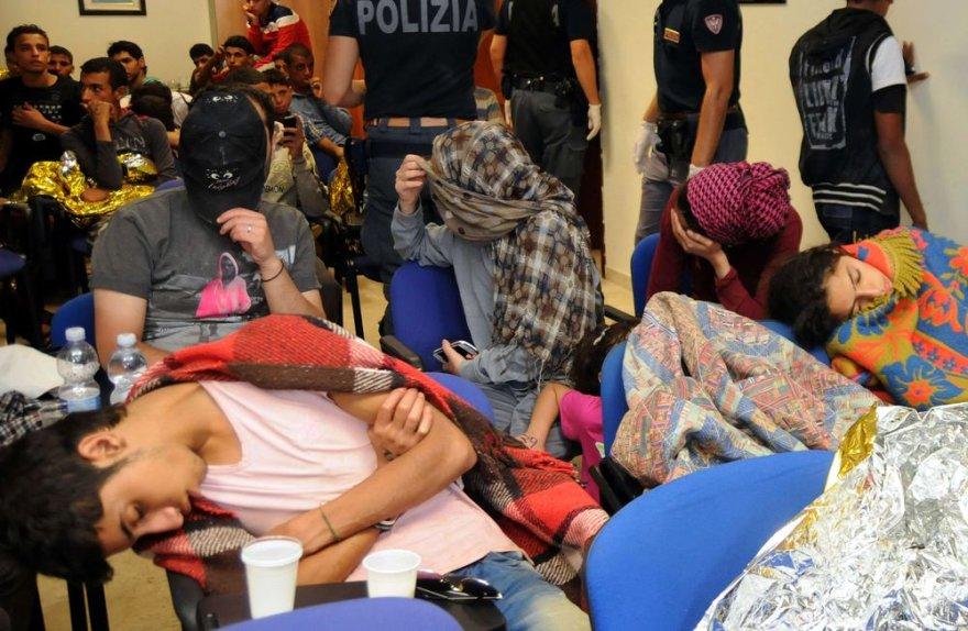 Prie Sicilijos krantų išgelbėti nelegalūs migrantai