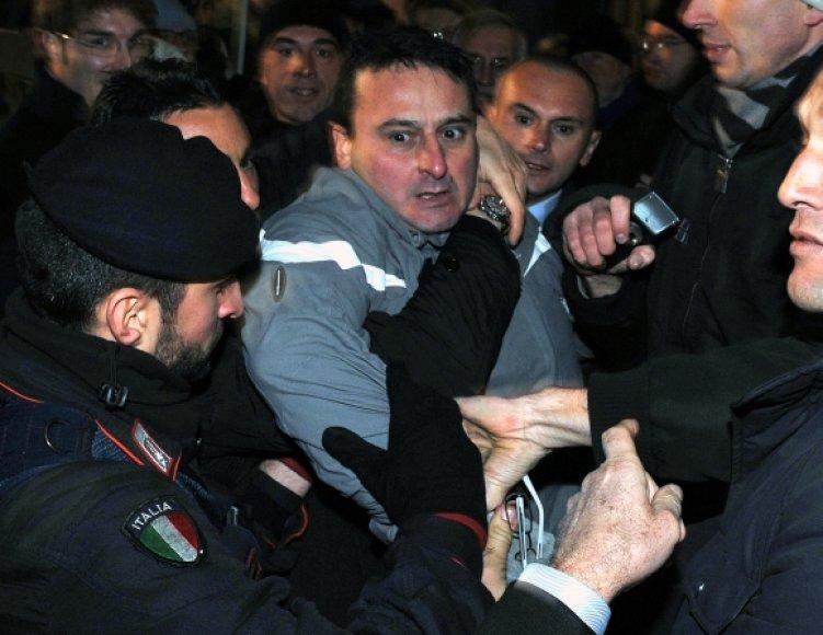 Massimo Tartaglia buvo sulaikytas nusikaltimo vietoje.