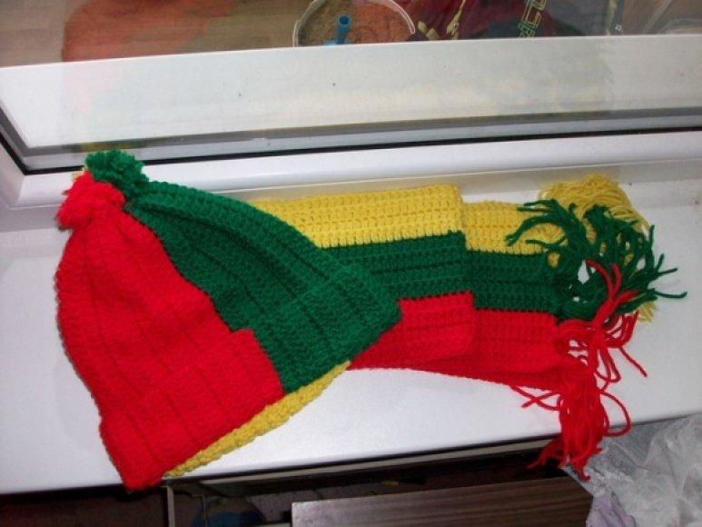 4. Kepurė ir šalikas su Lietuvos trispalve