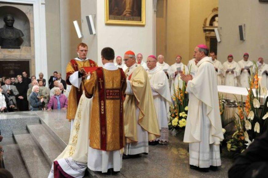 Vyskupo šventimų suteikimas monsinjorui Gintarui Grušui