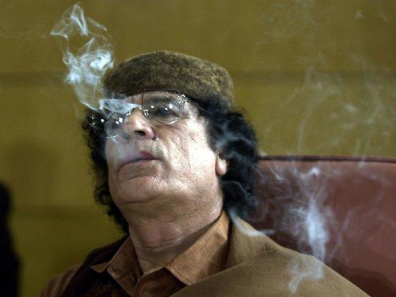 Muamaras Kadhafi rūko per Arabų lygos atstovų susitikimą (Tunisas, 2004 m.)