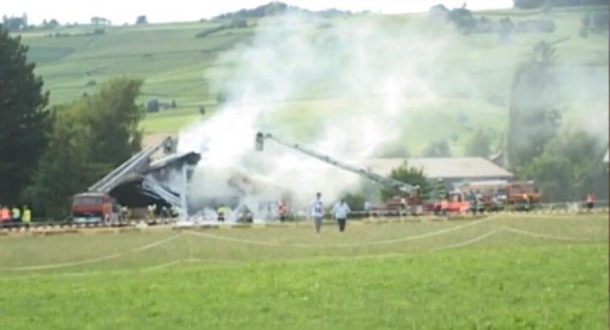 Konradas Schmidtas nukreipė lėktuvą į savo motinos namą.