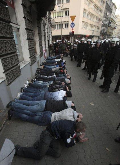 Sulaikyti demonstrantai