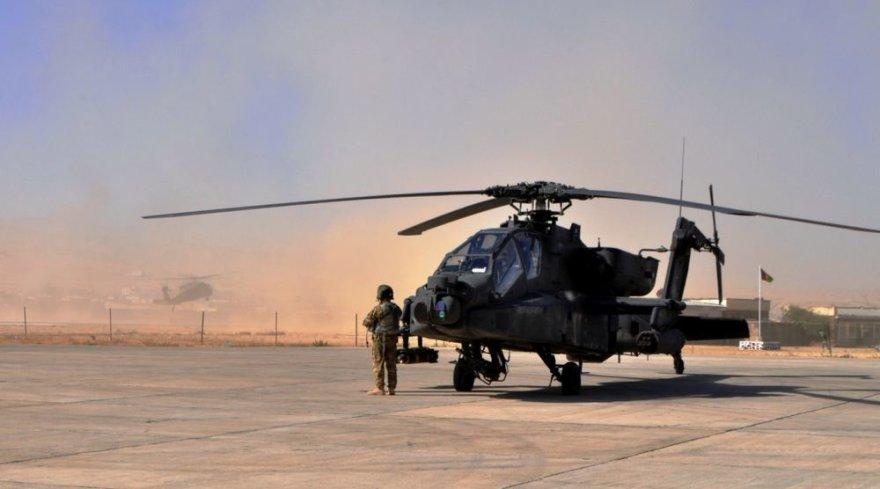 Pasiruošimas patruliui - tikrinami kovos sraigtasparniai