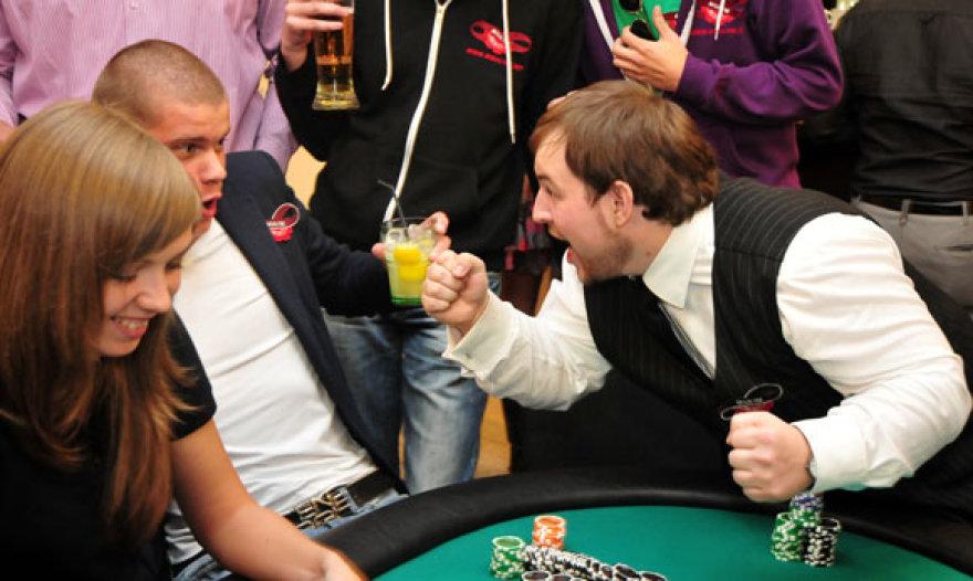 """Klubo """"Pokerio namai"""" atidarymo momentas"""