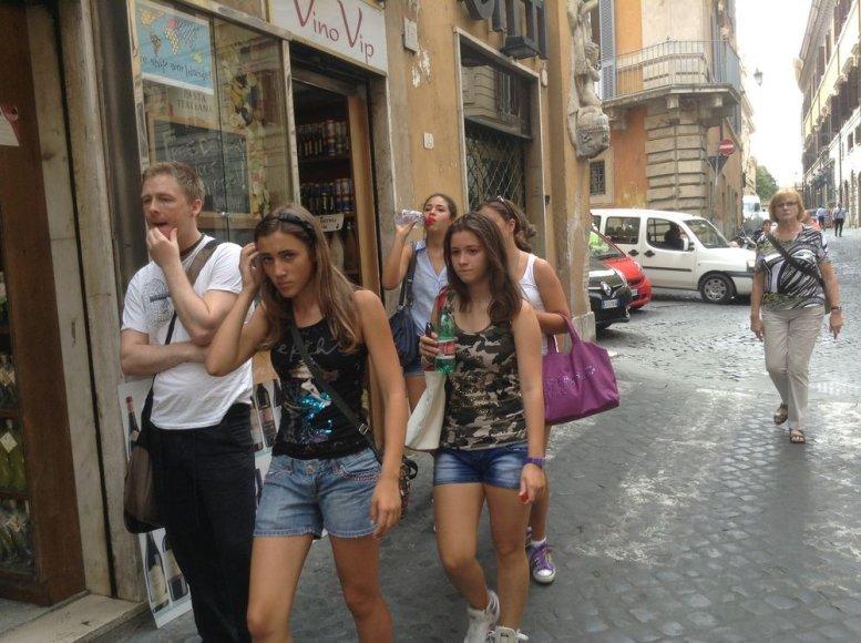Romos gatvėse kultinis drabužis yra šortai