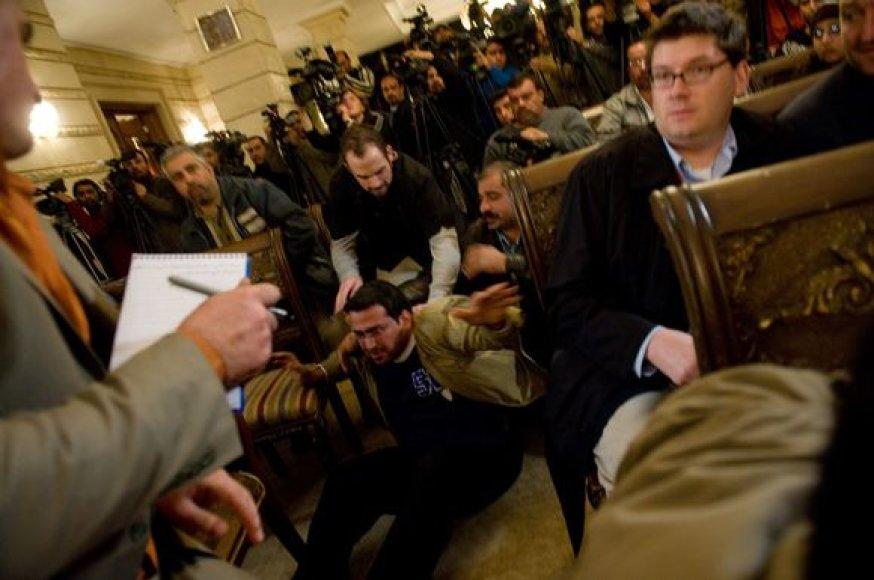 Žurnalistas Muntazeras Zaidis iš karto buvo nulaikytas.