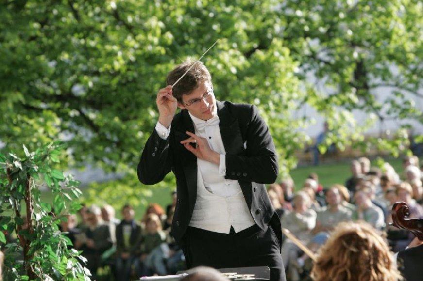 Sekmadienį jachtklube vyksiančiame koncerte grieš Kauno miesto simfoninis orkestras, kuriam diriguos Modestas Pitrėnas.