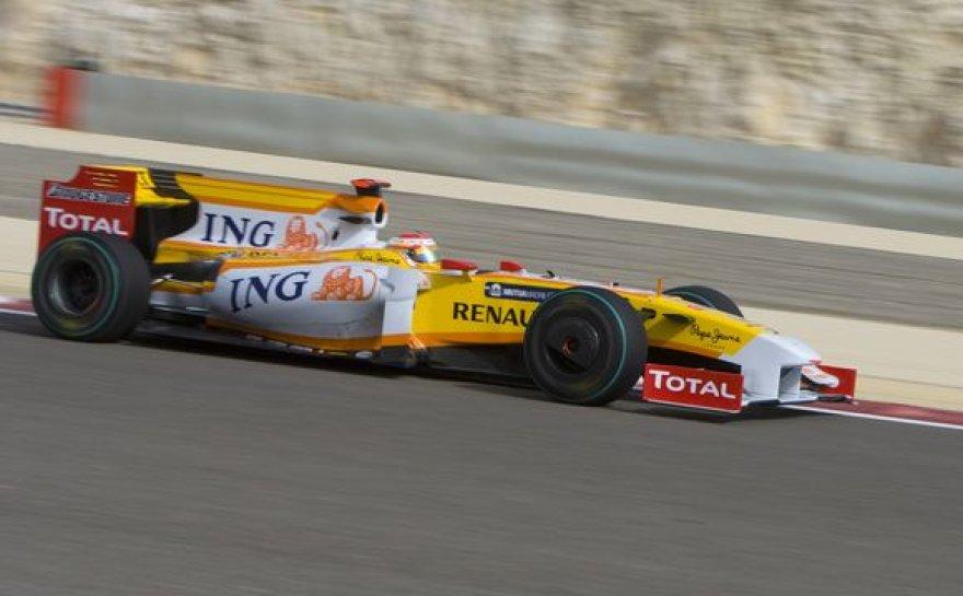 F.Alonso bolide sugedo gėrimo žarnelė