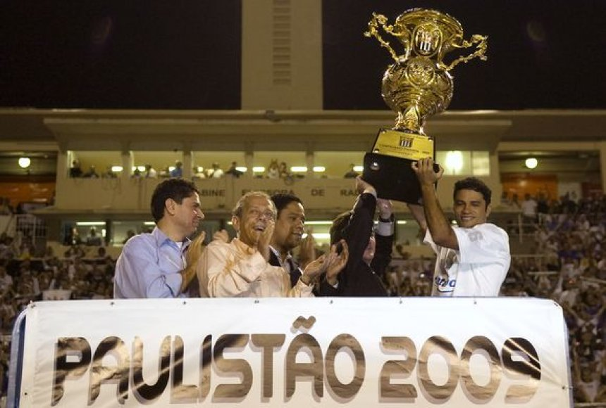 """""""Corinthians"""" kapitonas Williamas taurę norėjo pademonstruoti visam stadionui"""