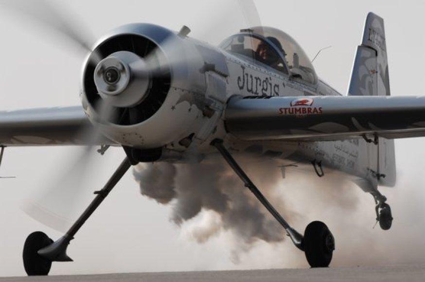J.Kairys organizuoja pirmąsias pasaulio akrobatinio skraidymo elito formulės varžybas