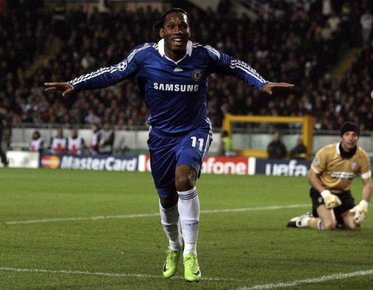 """D.Drogba """"Chelsea"""" klubo garbę gins dar trejus metus"""