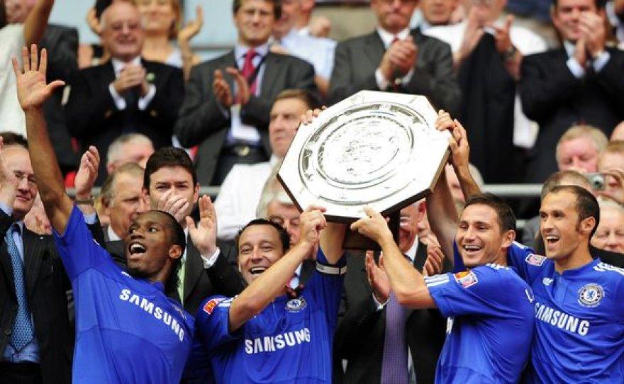 """""""Chelsea"""" Anglijos futbolo supertaure džiaugėsi po sėkmingos baudinių serijos"""