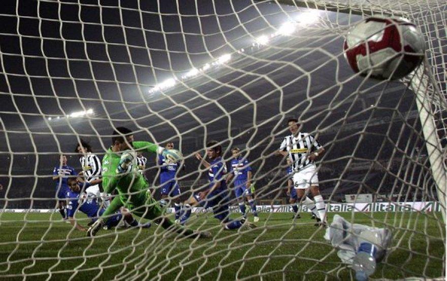 Genujos ekipos vartininkui dažnai teko traukti kamuolį iš vartų