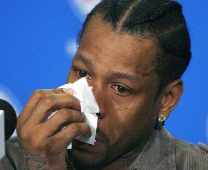 A.Iversonas negalėjo sulaikyti ašarų