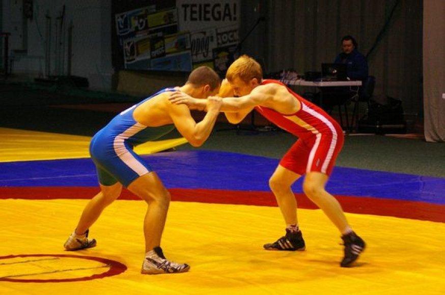 Finalinė dvikova - V.Bajurinas (mėlynas triko) prieš Š.Jurčį