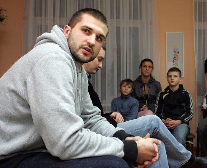 Kleiza padovanojo vaikams suvenyrų ir pabendravo