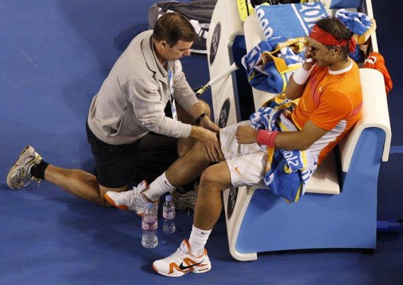 R.Nadalis Australijos atvirųjų teniso pirmenybių nugalėtojo vardo jau nebeapgins