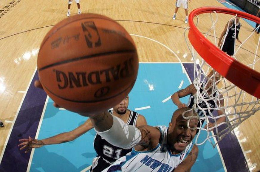 """Naujojo Orleano komanda nesugebėjo įveikti """"Spurs"""""""