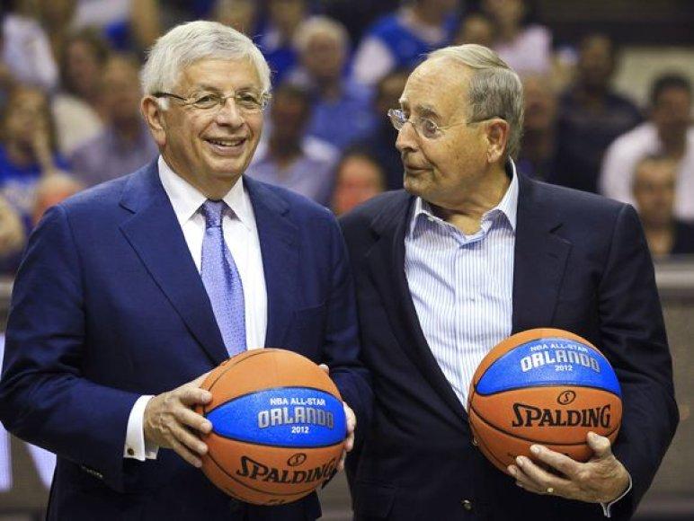 """NBA komisatas D.Sternas (kairėje) paskelbė, kad 2012 metais NBA """"Visų žvaigždžių"""" rungtynės vyks Orlande"""