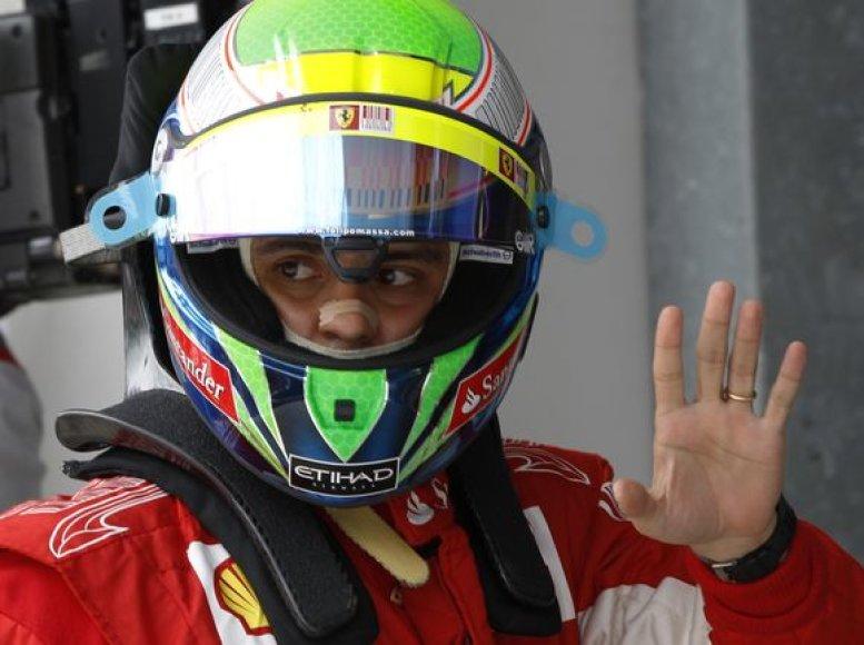 """F.Massa su """"Ferrari"""" važiuos iki 2012 metų pabaigos"""