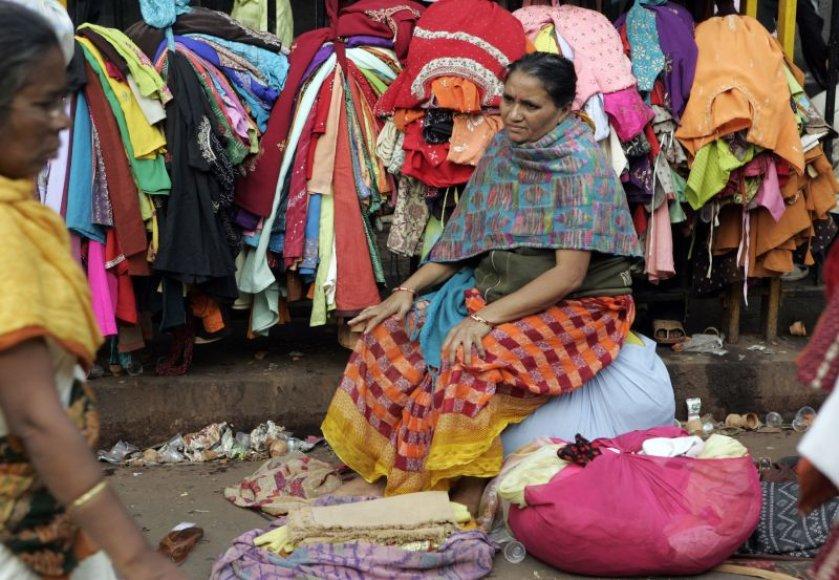 Indijoje moterys iki šiol turi ištekėti už tų vyrų, kuriuos parenka jų šeima.