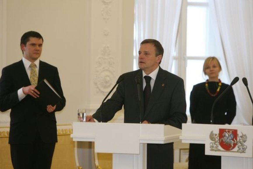 Kultūros ministro R.Vilkaičio kalba šokiravo menininkus.