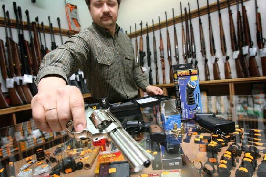 Įsigyti savigynai ginklą kainuoja 80-700 Lt. Tačiau visada verta pagalvoti, ar esi pasirengęs kartu su juo prisiimti ir atsakomybę.
