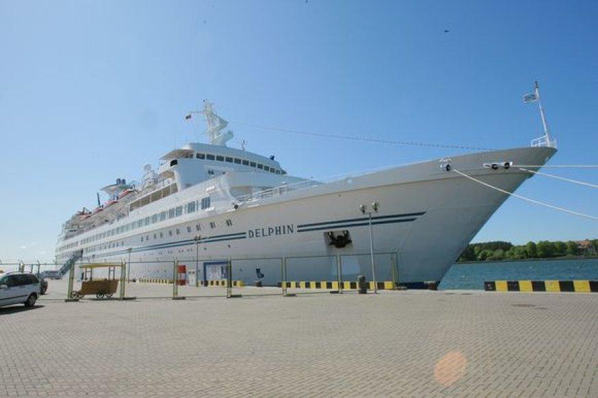 """Kruizinės laivybos sezonas uostamiestyje prasidėjo laivo """"Delphin"""" vizitu."""