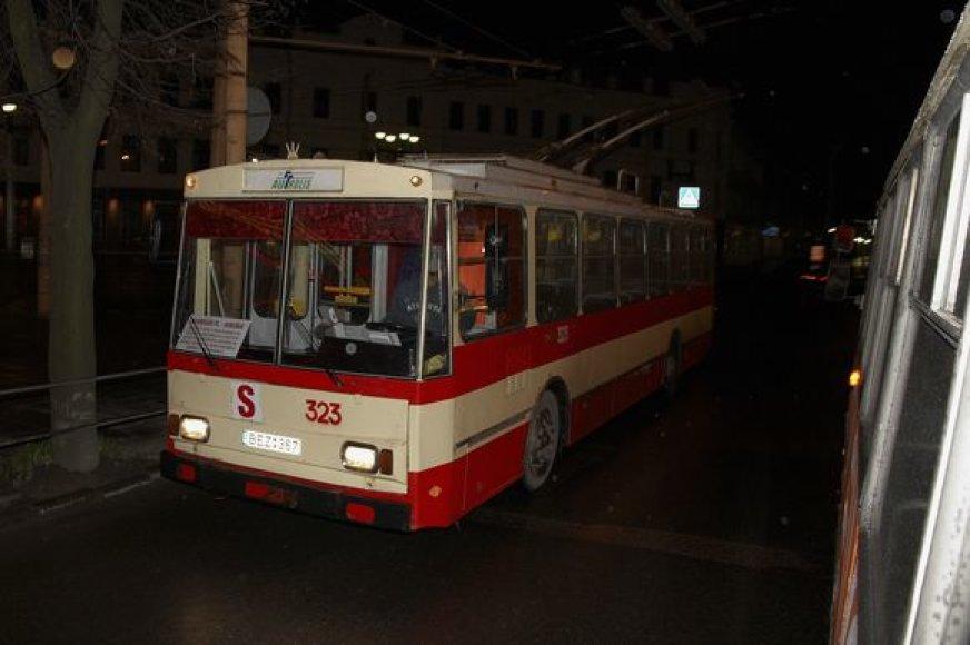 Rengiantis viešojo transporto reformai bus svarstoma ar palikti Kauno gatvėmis kursuojantį naktinį troleibusą.