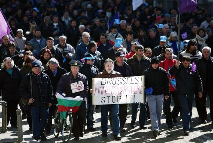 Bulgarai prostestuoja ir reikalauja vyriausybės atsistatydinimo.